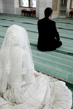 Praying together after the Nikkah is so important and beautiful. It is so sad to see that most couples don't complete this beautiful Sunnah anymore.