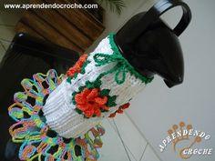 Gosta de crochê? Que tal aprender como fazer uma linda garrafa térmica em crochê? Essas capas elabor