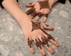 This article is also about Latest Hand Mehndi Designs 2018 for Girls and here you will find some of Latest Mehndi Designs 2018 that will make your heart. Finger Henna Designs, Mehndi Designs Book, Mehndi Designs 2018, Modern Mehndi Designs, Mehndi Design Photos, Wedding Mehndi Designs, Mehndi Designs For Fingers, Beautiful Henna Designs, Dulhan Mehndi Designs