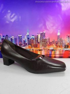 Womens shoes EASY SPIRIT Smart Shoe brn leather Low Career Pumps sz 7.5 D/B wide #EasySpirit #PumpsClassics