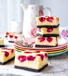 Vadelmajuustokakkupalat | Reseptit | Kinuskikissa Baking Recipes, Dessert Recipes, Best Vegan Recipes, Sweet Pastries, Something Sweet, Food Inspiration, Oreo, Delicious Desserts, Food Porn