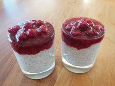 Receita de pudim de chia com calda de frutas vermelhas