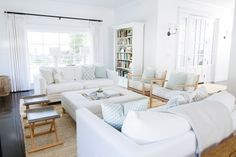 Family room with white upholstery paired with light natural woods: Photography : Taryn Kent Read More on SMP: http://www.stylemepretty.com/living/2016/08/08/tour-a-home-where-nantucket-charm-meets-a-los-angeles-zip-code/