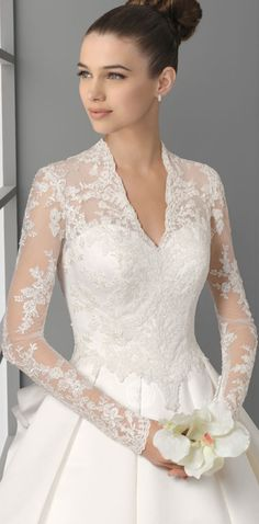 love this lace wedding dresses with sleeve