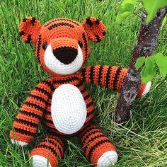 Thomas the amigurumi tiger (free crochet pattern) Animal Knitting Patterns, Crochet Amigurumi Free Patterns, Stuffed Animal Patterns, Free Crochet, Crochet Deer, Crochet Animals, Tiger Stuffed Animal, Crochet Disney, Slip Stitch