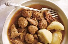 Le ragoût de boulettes et de pattes de cochon est une autre façon de savourer le porc du Québec Ethnic Recipes, Christmas, Dumplings, Meatloaf Recipe Rachel Ray, Pork, Other, Meal, Food, Xmas