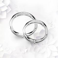 Like two hearts beating as one, Damiani DSide wedding bands will seal a lifetime love promise.
