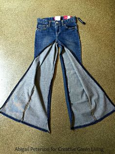 ropa reciclada jeans How to Make a DIY Jean Skirt Out of Denim Pants Diy Jeans, Recycle Jeans, Jeans Refashion, Clothes Refashion, Men's Jeans, Sewing Jeans, Refashioned Clothes, Diy Clothes Jeans, Hijab Jeans