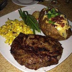 Rib eye with loaded baked potatoe Food Goals, Aesthetic Food, Food Cravings, I Love Food, Soul Food, Baby Food Recipes, I Foods, Food To Make, Yummy Food