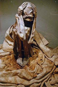 Mummy, Paracas culture. Museum of Anthropology and Archaeology, Lima, Peru.