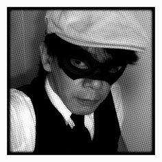 紙製の仮面を付けたところ。 モデルさんもなかなか志願者が見つからないので自分でコスプレしてみる訳です(笑  このマスクの他の画像 http://luminous-goldfish.tumblr.com/post/44701404320/2-tiger-bunny