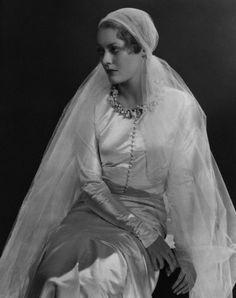 Princess Dmitri of Russia (formerly, Countess Marina Golenistcheff-Koutouzoff) Chanel wedding dress Robes Vintage, Vintage Dresses, Vintage Outfits, Vintage Fashion, Vintage Wedding Photos, Vintage Bridal, Vintage Photos, Vintage Weddings, 1930s Wedding