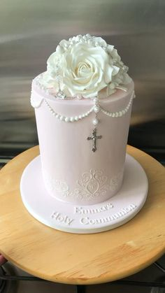 Beautiful Wedding Cakes, Beautiful Cakes, Simple Elegant Cakes, Anniversary Cake Designs, First Holy Communion Cake, First Communion Decorations, Religious Cakes, Confirmation Cakes, Buttercream Decorating