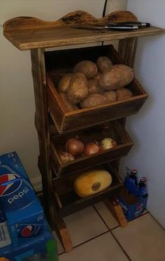 This type of DIY Wooden Pallet Vegetable Organizer is actually a wise decision for all kinds of vegetables so if you are going to encourage some of your family members on dinner or lunchtime and then create one plate with your own brought up vegetables so they should know how innovative you are in designing your home as it will cause you to feel extremely pleased.