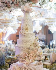 Lit up. #itsamannix #cakesbymannix #aintcakesgrand #grand #cake #wedding #weddingcake #love #elegant #couple #bride #cakestagram… Tall Wedding Cakes, Luxury Wedding Cake, Cake Wedding, Elegant Couple, Wedding Cake Inspiration, Light Up, Table Decorations, Bride, Instagram