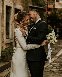 The real power of love is in in the smile when you are standing next to each other. Fashion Couple, Real Love, Wedding Photography Inspiration, Caravan, Wedding Styles, Smile, Weddings, Couple Photos, Wedding Dresses