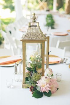 Pretty low hanging candle lantern for wedding dining table centerpieces. Black traditional candle lantern rustic wedding centerpieces with flowers and vines. Unique wedding centerpieces gold painted woods tall lantern with flowers inside. Rustic Lantern Centerpieces, Unique Wedding Centerpieces, Rustic Lanterns, Wedding Lanterns, Lanterns Decor, Wedding Decorations, Centerpiece Ideas, Centerpiece Flowers, Wedding Lighting