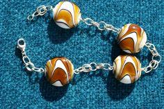 Pulseira em prata e contas de vidro. Silver and glass beads bracelet.