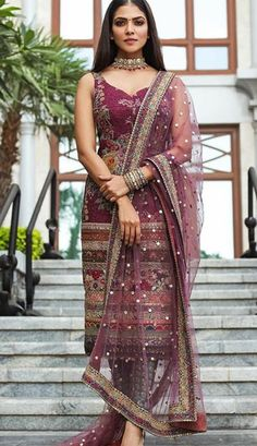 Indian Bridal Outfits, Indian Fashion Dresses, Dress Indian Style, Indian Designer Outfits, Stylish Dresses For Girls, Stylish Dress Designs, Simple Pakistani Dresses, Kurta Designs Women, Salwar Designs