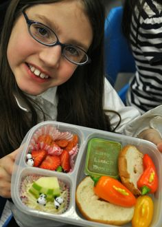 Bent On Better Lunches helping kids learn to pack their own creative nutritious school lunches with #EasyLunchboxes