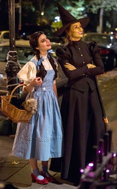 Bridget Moynahan and Sami Gayle in Blue Bloods Mother Daughter Halloween Costumes, Dorothy Halloween Costume, Character Halloween Costumes, Best Celebrity Halloween Costumes, Family Halloween Costumes, Halloween Kostüm, Halloween Cosplay, Dorothy Gale Costume, Nerd Costumes