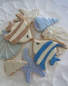 Angelfish or Damselfish, cone scallop shells, sea star decorated cookies Fish Cookies, Fancy Cookies, Iced Cookies, Cute Cookies, Royal Icing Cookies, Cookies Et Biscuits, Cupcake Cookies, Seashell Cookies, Cookie Favors