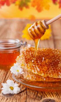 Lépes méz – a természet csodája Natural Honey, Raw Honey, Natural Wood, Share Pictures, Honey Pictures, Honey Love, Health And Nutrition, Health Tips, Food Art