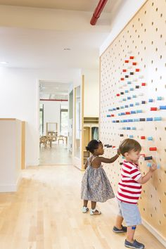 Image 9 of 15 from gallery of Maple Street School Preschool / BFDO Architects + Design Studio. Photograph by Lesley UnruhMaple Street School in Brooklyn features warm wood Interactive Wall Ideas For Kid Spaces - flor portela - - 20 Intera Kindergarten Interior, Kindergarten Design, Home Design, Interior Design, Design Ideas, Wall Design, Interior Architecture, Design Maternelle, Daycare Design