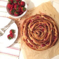 Pinwheellovers - eine riesige Hefeschnecke mit Frischkäsecreme und Erdbeeren