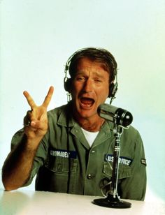 Good Morning Vietnam - 1988 ... Waking up with Robin.