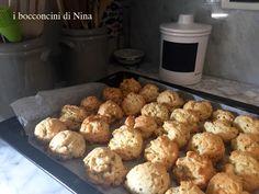 """I bocconcini di farro con erbe e formaggio, appena usciti dal forno di Nina... e dalla pagina 179 di """"Fragole a merenda""""!   #quifragoleamerenda"""