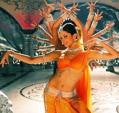 deepika padukone in 'om shanti om' I love Bollywood movies. Deepika Padukone, Om Shanti Om, Baile Jazz, Indian Classical Dance, Folk Dance, Dress Indian Style, Tribal Fusion, Belly Dancers, Just Dance