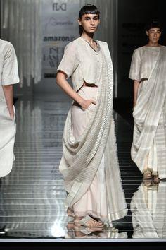 45 Ideas For Fashion Ilustration Contemporary Inspiration Lakme Fashion Week, India Fashion, Trendy Fashion, Saree Draping Styles, Saree Styles, Indian Attire, Indian Outfits, Saree Look, Elegant Saree