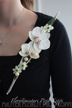 Arte Floral, Flower Pictures, Flower Brooch, Corsage, Wedding Boutonniere, Boutonnieres, Creative, Brooches, Bouquets