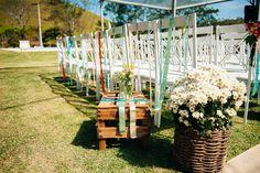 Cesto com flores brancas