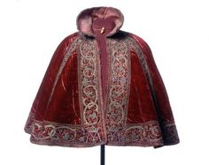Elizabethan cloak. This was worn by men and women, rich mostly because they could afford the expensive materials, like velvet. They were used generally outside as a coat or to dress up for special events. Continues the layering trend.-adults