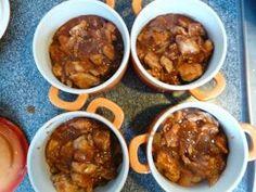 Ingrediënten  100 g spekreepjes  500 gram kipfilet in blokjes  1 ui, gesnipperd  2 teentjes geperste knoflook  2 blikjes tomatenpuree  2 el...
