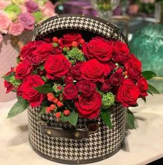 ☆Flowers for myself 💐 All Flowers, Flowers Nature, Amazing Flowers, Beautiful Roses, Beautiful Flowers, Flower Box Gift, Flower Boxes, Rose Flower Arrangements, Flower Phone Wallpaper