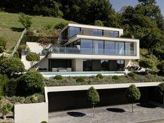 Haus Sky-Frame World - Unsere Windows & Referenzen Luxury Modern Homes, Modern Mansion, Architecture Building Design, Modern Architecture House, Modern Villa Design, Hillside House, Dream House Exterior, Facade House, Building A House