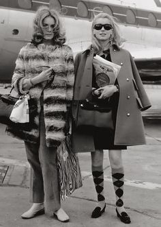 Catherine Deneuve~ Love(d) my argyle socks.but I wore mine in the and now. Catherine Deneuve, 70s Fashion, Vintage Fashion, Vintage Chanel Bag, Vintage Fur, Kelly Bag, Grace Kelly, Vintage Photos, Hermes