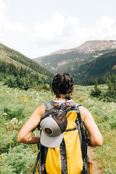 Packing for long-term travel is no joke! Learn how to pack for a solo female RTW trip with these awesome tips for living out of a backpack. Solo Travel Tips, Packing Tips For Travel, Packing Lists, Travel Info, Travel Stuff, Trekking, Combattre Le Stress, Road Trip, Hiking Gifts