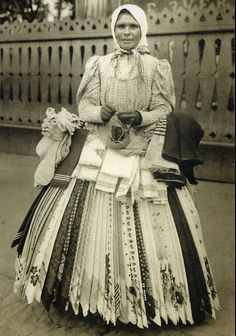 19th century Russian kerchief seller. Click for more 19th century Russian portraits of ordinary people