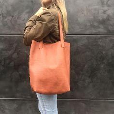 cartera-carteras-carteras de cuero-carteras de moda- carteras Peru-carteras Lima- carteras en oferta-handbags-bags-fashion bags-leather bags-PLUMSHOPONLINE.COM - Toda tu vida esta en tu cartera!!! - Cartera Alexa en 100% cuero de vaca  Disponible AHORA en la tienda online de Plum: http://ift.tt/2w084YP