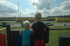 Op zoek naar kindvriendelijke parkeerplaatsen langs de Franse snelweg? Schoon en voorzien van speelruimte? Lees dan verder en print dit…