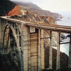 Sometimes beautiful, sometimes dangerous sometimes both. Here are America's most dangerous bridges. Photo courtesy of ravenreviews on Instagram.