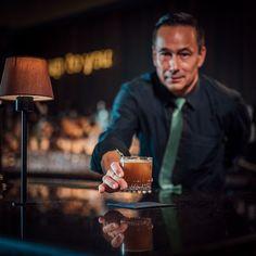 Ron de Preter, seines Zeichens Manager der »New York Bar« im Bremerhavener Superior-Themenhotel »The Liberty«, zelebriert seinen unvergleichlichen »Cold Volcano«. · · · 4 cl Voodoo Priest™ Volcano, 4 cl Cold Brew Coffee, 4 cl Kahlúa Coffee Liqueur, 2 cl De Kuyper Dry Orange Liqueur · · · Im Cocktail-Shaker mit Eis schütteln, in ein Glas über Eiswürfel abseien, mit einem Rosmarinzweig und Orangenschale garnieren. Manager, Ron, Cocktail Shaker, Voodoo, Brave, Wicked, Cocktails, Copper, New York