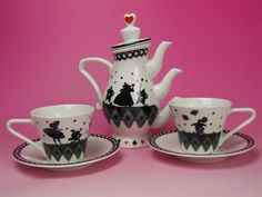 (via RARE Alice in Wonderland Tea Pot Set Tokyo Disney Land | eBay)