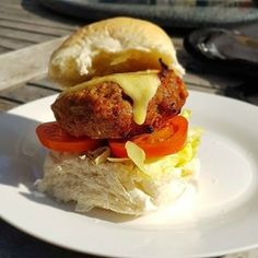 You have to try this pork and chorizo burger recipe the next time you have a BBQ! 🍔 It's delicious! Grab the recipe in bio Yorkshire Pudding Tray, Yorkshire Pudding Recipes, Chorizo Burger Recipe, Burger Recipes, Sunday Roast, Food Pictures, Food Porn, Healthy Eating, Tasty