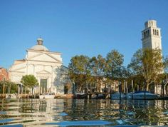 De basiliek van San PIETRO di CASTELLO... Met de eenzame klokkentoren was de oude kerk van San Pietro di Castello de kathedraal van Venetië tot 1807.