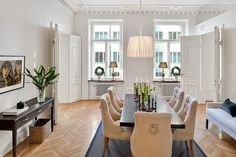 Swedish style interior design mixed with classic at its best. This apartment is a fine example of elegant scandinavian home. Exquisite trim work sets tone in the room to. Interior Exterior, Kitchen Interior, Swedish Interiors, Dinner Room, Swedish Style, Nordic Style, Luxury Dining Room, Interior Decorating, Interior Design